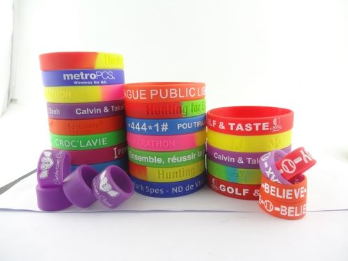 Today to buy Silicone bracelet can enjoy buying 100 to 100 discount